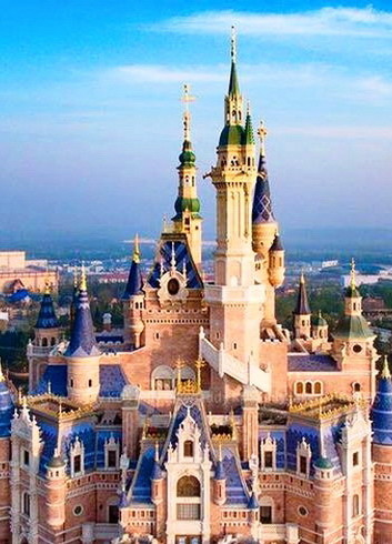 DISNEYLAND Enchanted_Storybook_Castle_Shanghai